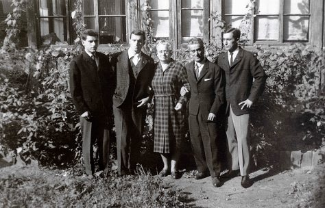 64.Sep - Košice · Karol, Vaclav, Maria, Robert Sr., Robert Jr. Dusil