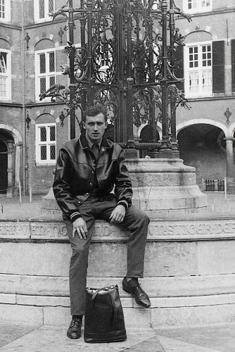 66 - Paris · Vaclav Dusil (statue)