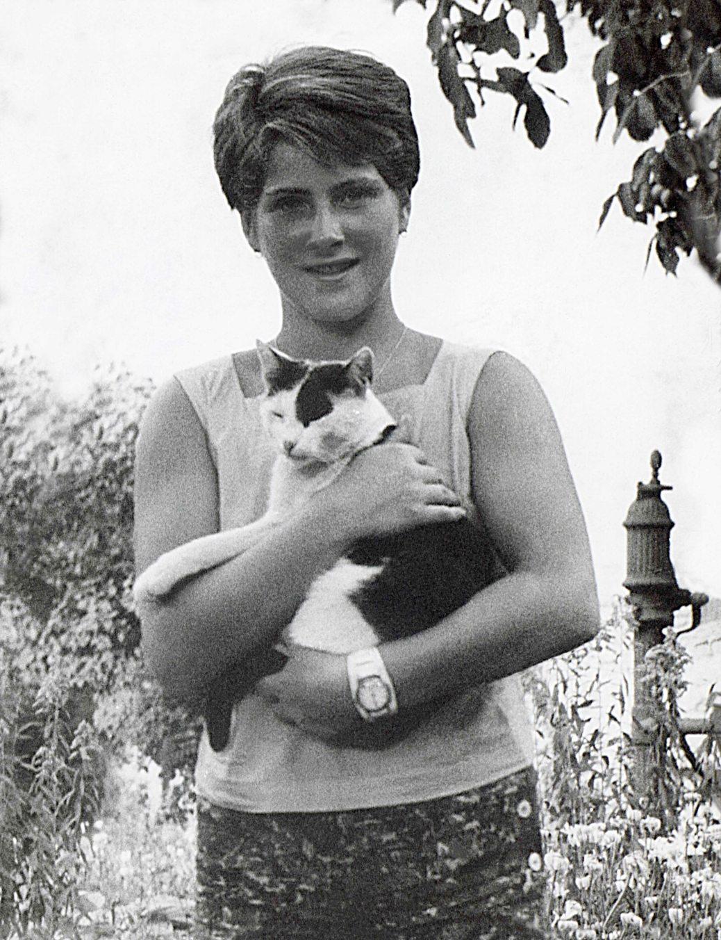 61 - Košice · Eva Kendeova (holding cat)