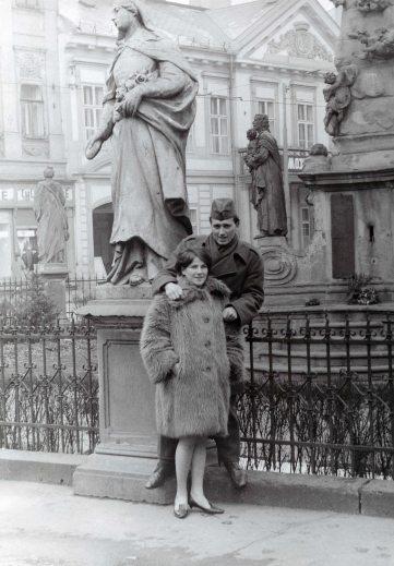 67.Dec - Košice · Eva Kendeova & Vaclav Dusil (statue)