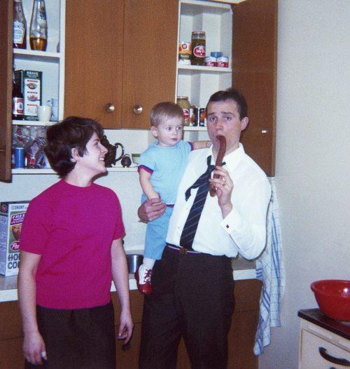 70 - Toronto · Eva, Gabriel & Vaclav Dusil (kitchen)