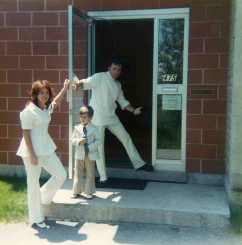 73.Jun - Burlington · Eva, Gabriel & Vaclav Dusil (Veterinarian, Aldershot Animal Hospital front door)