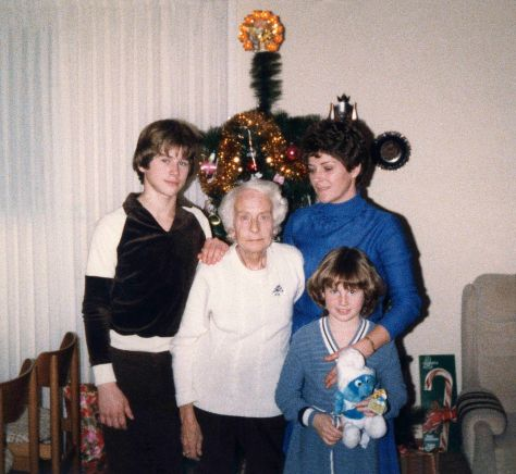 81.Dec.24 - Burlington · Gabriel Dusil, Valeria Kendeova, Eva & Alica Dusil (christmas)