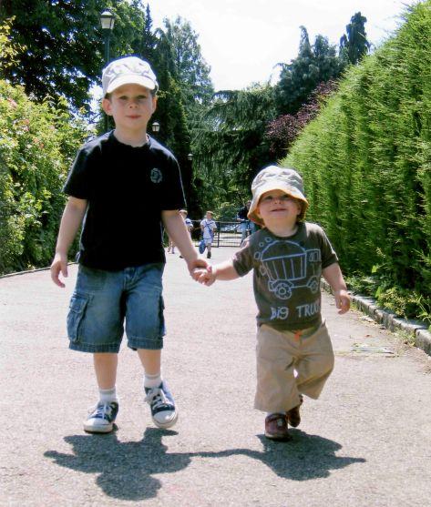 06.Jul - Albisano · Matias & Lucas Dusil (park walk)