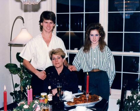 90.Dec.24 - Burlington · Gabriel, Eva & Alica Dusil (christmas)